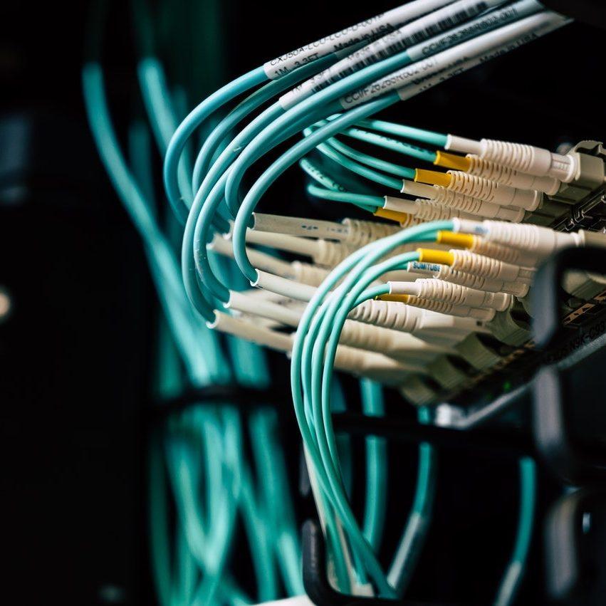 Netzwerk synchronisiert mit Kabeln