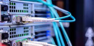 digitalisierung digital jetzt Netzwerkkabel an Switch